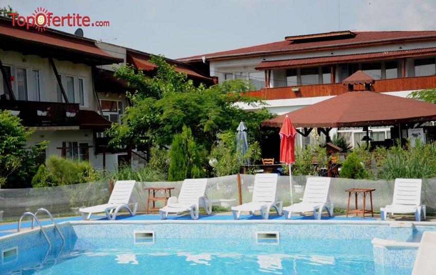 Хотел Панорама, Царево през Септември! Нощувка + закуска, обяд, вечеря, басейн и паркинг само за 40 лв на човек