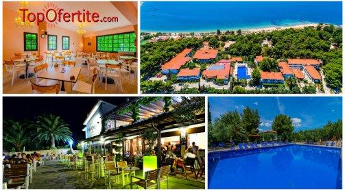 Philoxenia Bungalows Hotel 3*, Ситония, Халкидики- Гърция, първа линия! Нощувка + закуска, вечеря, ползване на басейн и Безплатно дете до 12г на цени от 45,60 лв на човек