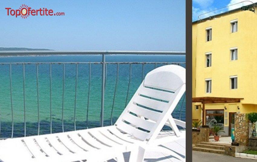 Хотел Диана, първа линия Приморско! Нощувка + закуска и вечеря на цени от 24 лв на човек