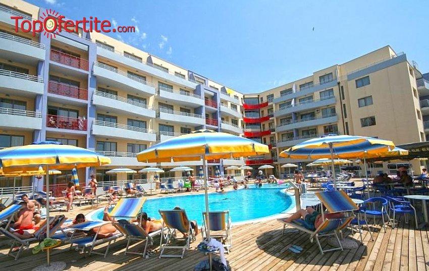 Хотел Централ Плаза, Слънчев Бряг! Нощувка в оборудвано студио или апартамент + басейн, чадър и шезлонг на цени от 38,50 лв. за цялото помещение