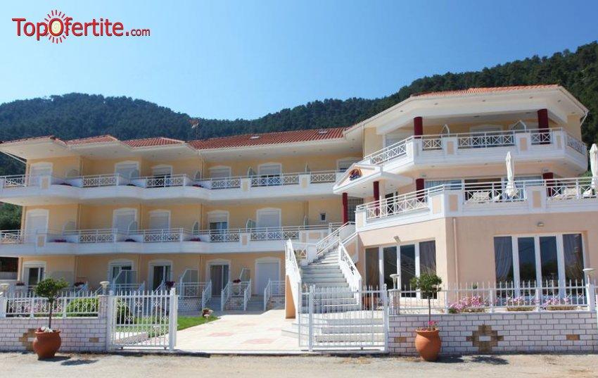 Sunny Hotel 3*, Тасос, Гърция! Нощувка на първа линия за един човек на цени от 56.90 лв на човек