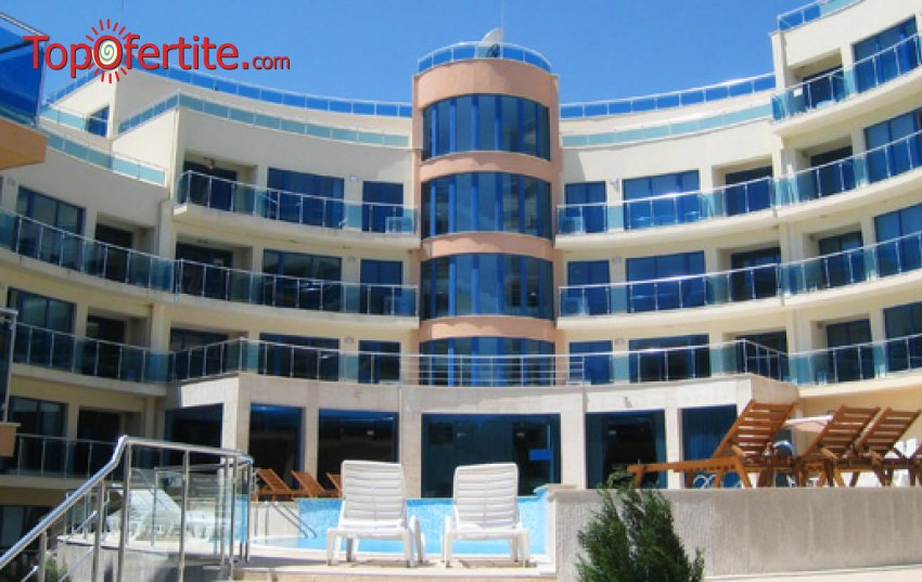 Хотел Аквамарин, Обзор през Юли и Август! 2, 4 или 6 нощувки в едноспален апартамент със закуски или закуски и вечери + ползване на басейн, шезлонг и чадър на плажа на цени от 116 лв на човек