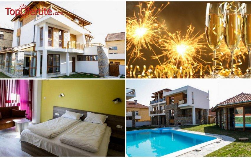 Kъщи за гости Биг Хаус, село Огняново за Нова Година! Нощувка в 2 напълно оборудвани къщи за до 36 човека с отделни стаи и апартаменти + външен басейн, джакузи и сауна само за 1550 лв.