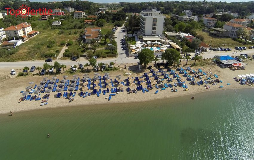 Santa Beach Hotel 4*, Агиа Триада, Солун, Гърция за Нова година! 3 нощувки + закуски, вечери и новогодишна Гала вечеря, басейн и безплатно дете до 11,99г. на цени от 273 лв на човек
