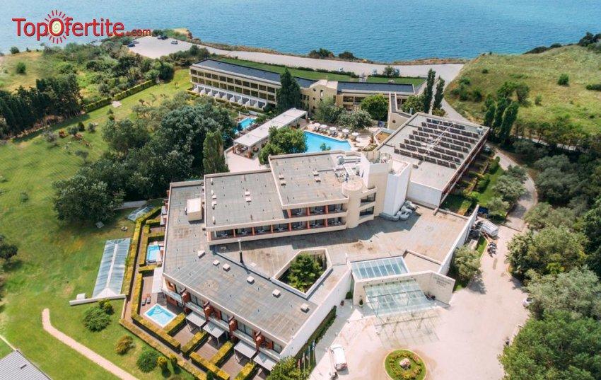 Alexander Beach & Spa Hotel 5*, Александрополис, Гърция за Нова Година! 2 или 3 нощувки + закуски, новогодишна празнична вечеря с бутилка вино за двама + безплатно дете до 10,99г. на цени от 305,50 лв на човек