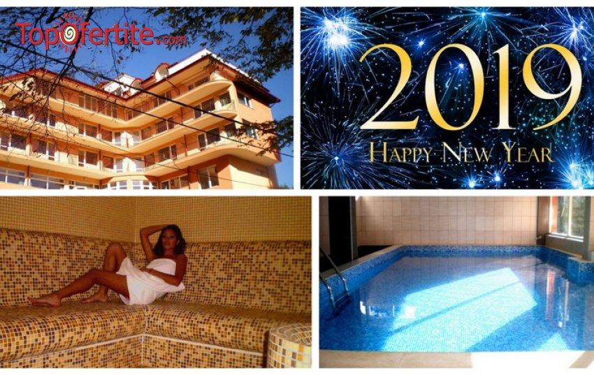 Незабравима Нова година в СПА Хотел Костенец! 2, 3 или 4 нощувки + закуски, 2 празнични вечери с DJ, топъл минерален басейн и външно джакузи от 270лв. на човек