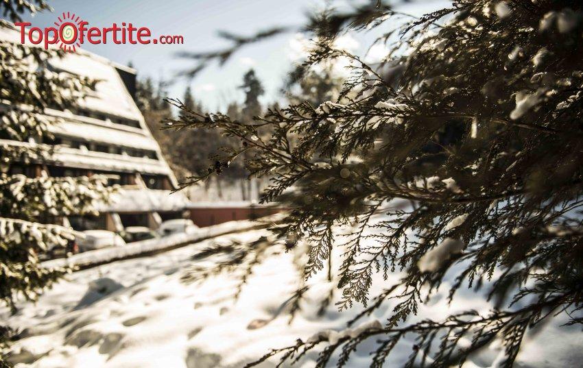 Хотел Мура, Боровец за Коледа! 2 нощувки + закуски, 1 вечеря в ресторанта, Коледна празнична вечеря, Уелнес център и изненада за малките гости за 199 лв на човек