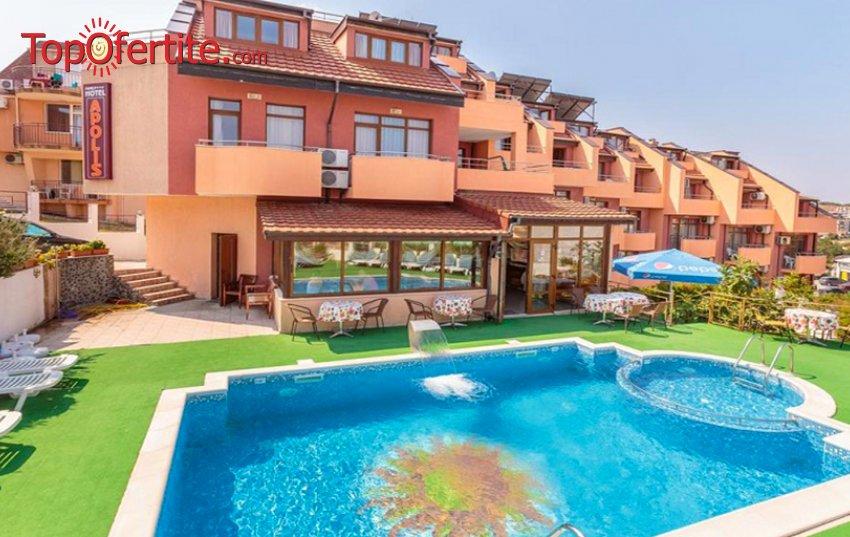 На море в Хотел Аполис 3*, Созопол - на 70м. от плажа! Нощувка + закуска или закуска и вечеря, басейн, чадър и шезлонг на цени от 28 лв. на човек и дете до 12г. Безплатно