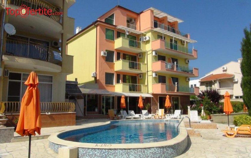 Ранни записвания! Комплекс Ралица, Свети Влас на 50 м от плажа! 5 нощувки в просторен двустаен апартамент за 2 въз + 2 деца + басейн, паркинг, тв и интернет на цени от 351 лв.