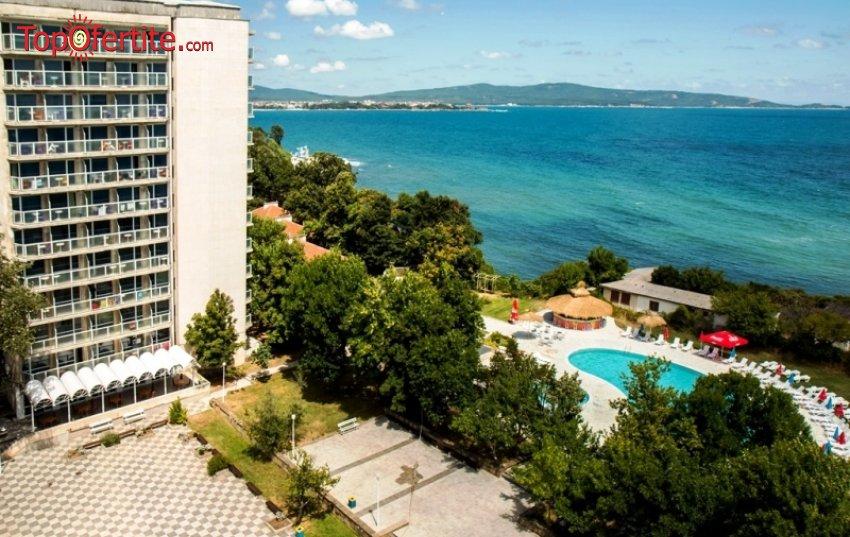 На море в Хотел Кремиковци, Китен! Нощувка на база All Inclusive + басейн и шезлонг за 42,50 лв на човек
