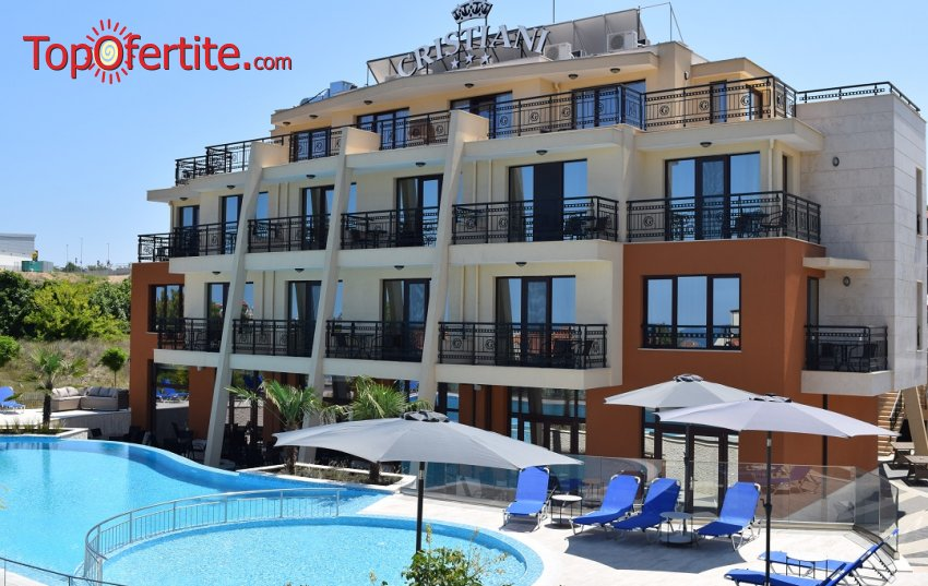 На море в Хотел Кристиани, Созопол! Нощувка + закуска, вечеря, басейн, шезлонг и чадър на цени от 45 лв. на човек
