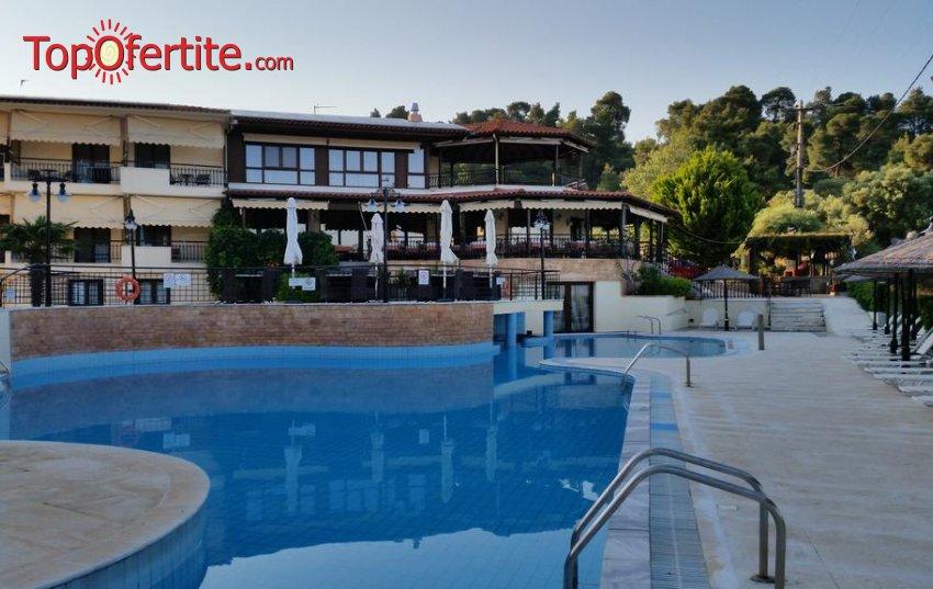 Makednos Hotel 2*, Ситония, Халкидики, Гърция! Нощувка + закуска, ползване на басейн, безплатно за дете до 12 г. и опция с вечеря за 39.80 лв. на човек