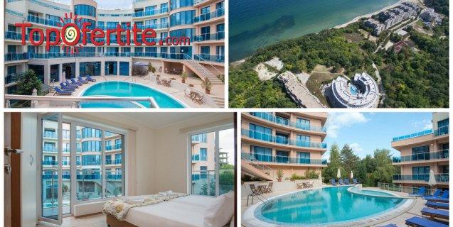 На море в Хотел Аквамарин, Обзор! 1 нощувка в апартамент на база закуска, закуска и вечеря или закуска обяд и вечеря + напитки, външен басейн, шезлонг и чадър на плажа и около басейна на цени от 25 лв. на човек
