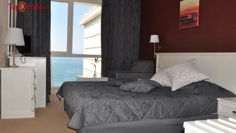 На море в Хотел Феста Поморие 4* Първа линия! Нощувка на база All inclusive + външен и вътрешен басейн, джакузи, анимация, шезлонги и чадъри на цени от 82 лв. на човек