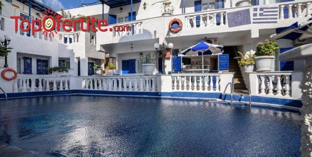 Майски празници 2020г. в Санторини със самолет! 3 нощувки в Porto Perissa Hotel 3* + закуски, самолет, летищни такси и трансфер за 606.50лв на човек