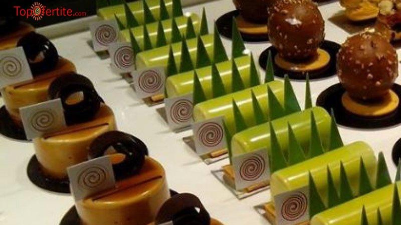 20 или 50 броя петифури с баварски, ванилов или крем брюле с плодове или шоколад от сладкарница...