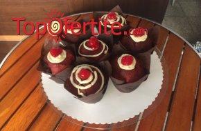 Мъфини Червено кадифе с бял шоколад и пресни череши - 4 или 6 броя от Сладкарница Орхидея само за 10,50 лв