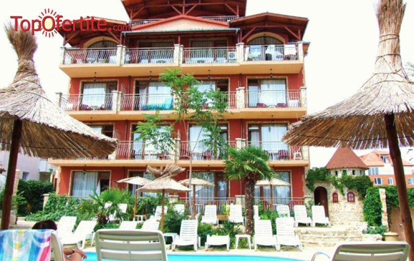 На море в Хотел Тропикана, Равда! Нощувка + закуска, басейн, шезлонг и чадър на цени от 28.80 лв. на човек