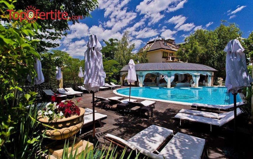 На море в Хотел Златна Перла, Слънчев бряг, Първа линия! Нощувка + закуска + външен басейн + шезлонг и чадър на цени от 34 лв. на човек + дете до 12 г. Безплатно