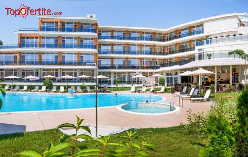 Ранни записвания за море в Хотел Мирамар 4* къмпинг Каваци първа линия, Созопол! Нощувка + закуска, вечеря, басейн, шезлонг на цени от 54,70 на човек