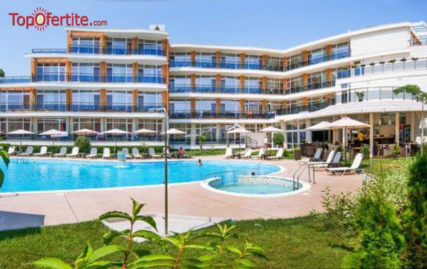 На море в Хотел Мирамар 4* къмпинг Каваци първа линия, Созопол! Нощувка + закуска, вечеря, басейн, шезлонг на цени от 54,70 на човек