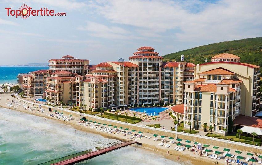 На море в Хотел Андалусия, Елените Първа линия! Нощувка на база Аll inclusive + Аквапарк, Лунапарк и външен басейн с шезонг и чадър на цени от 64,50 лв на човек