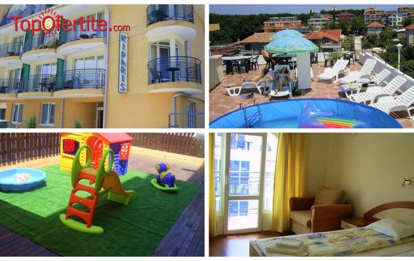 На море в Семеен Хотел Кипарис, Китен на 350 метра от плажа! Нощувка + закуска, обяд, вечеря и басейн на цени от 28 лв. на човек