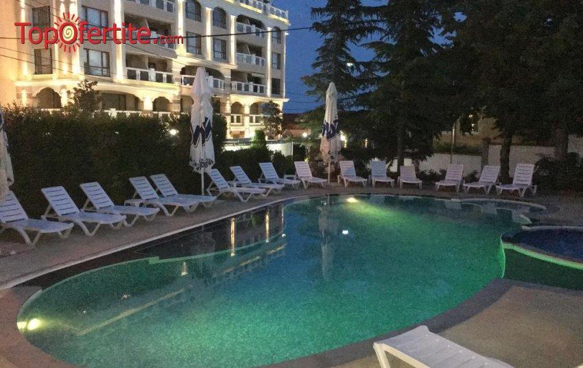 На море в хотел Роял Бийч, Златни Пясъци, 80м от плажа! Нощувка + закуска и басейн на цени от 27,90 лв. на човек