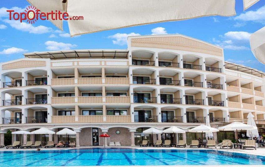 На море в Хотел Сиена Палас 4*, Приморско! Нощувка + закуска или закуска и вечеря, басейн, шезлонг и чадър на цени от 48 лв. на човек