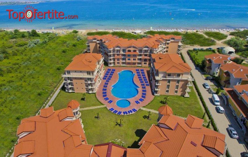 На море в Хотел Хасиенда Бийч 3*, Созопол - Първа линия! Нощувка + закуска, външен басейн, шезлонг и чадър около басейна на цени от 42 лв. на човек