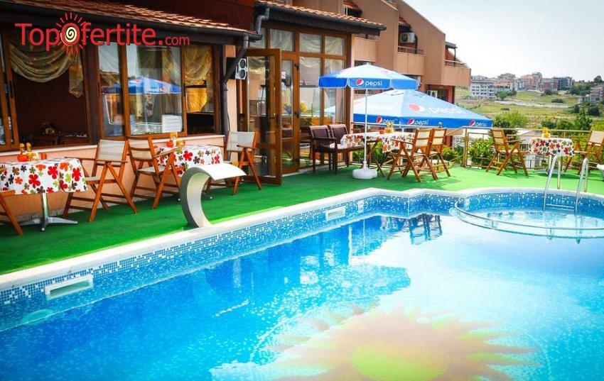 На море в Хотел Аполис 3*, Созопол - на 70м. от плажа! Нощувка без изхранване или със закуска + басейн, чадър и шезлонг около басейна на цени от 29 лв. на човек