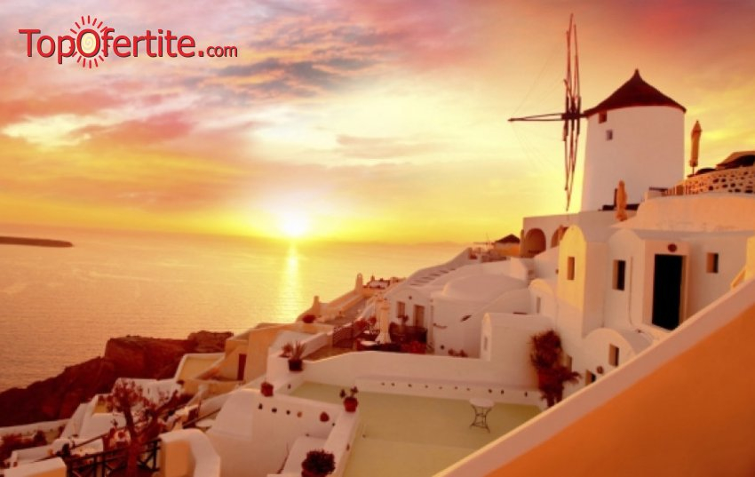 Майски празници на остров Санторини! 3 нощувки + самолетен билет, летищни такси и трансфер на цени от 604 лева на човек
