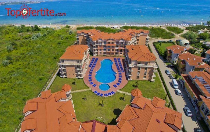 На море в Хотел Хасиенда Бийч 3*, Созопол - Първа линия! Нощувка + закуска, външен басейн, шезлонг и чадър около басейна на цени от 39,50 лв. на човек