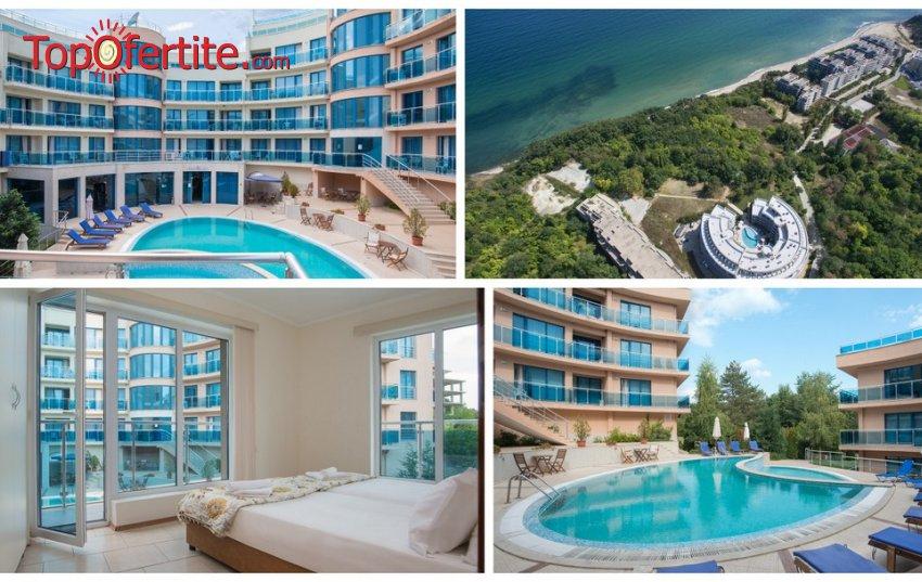 На море в Хотел Аквамарин, Обзор! 2 нощувки в апартамент + закуски, закуски и вечери или закуски, обеди и вечери, външен басейн, шезлонг и чадър около басейна и на плажа на цени от 48 лв. на човек
