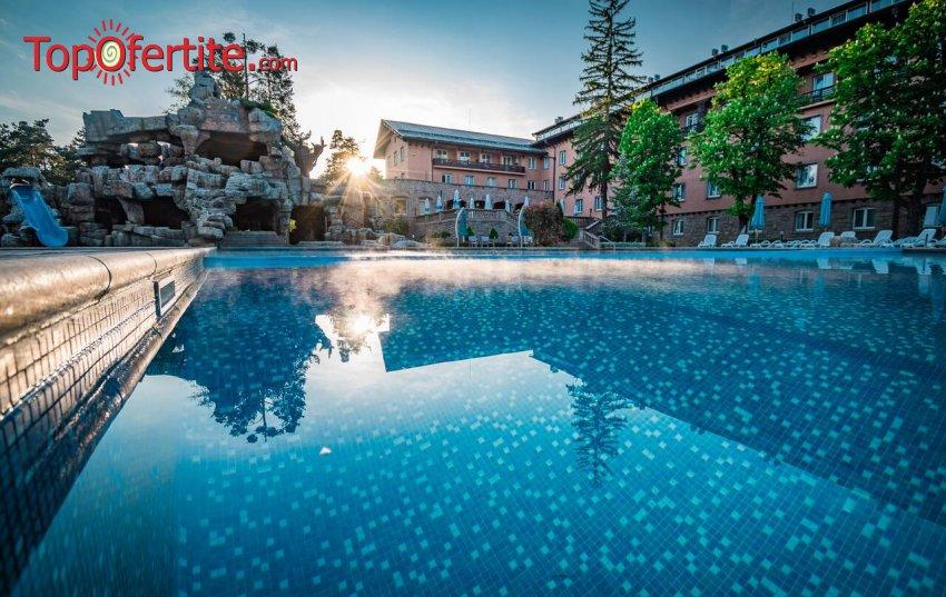 Лято в СПА хотел Двореца 5*, Велинград! Нощувка + закуска или закуска и вечеря, басейн с минерална вода и Уелнес пакет на цени от 82,50 лв. на човек + дете до 12 г. Безплатно