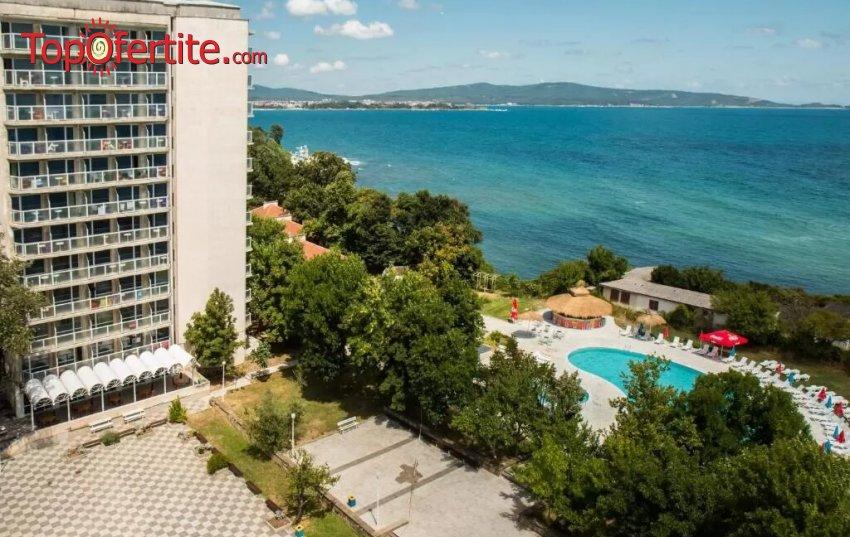 На море в Хотел Кремиковци, Китен! Нощувка на база All Inclusive + басейн, шезлонг и чадър около басейна на цени от 42,50 лв на човек