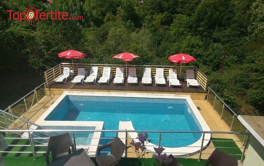 Релакс в Къща за гости с топъл басейн Шипково Хилс, с. Шипково! Нощувка в самостоятелна вила + топъл басейн, шезлонг, чадър и барбекю на цени от 450 лв. за помещението
