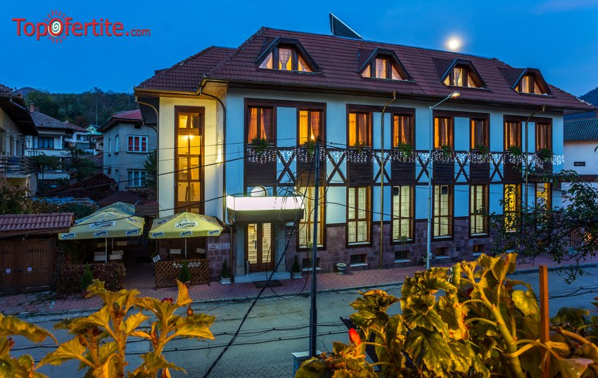 Коледа в Хотел Тетевен! 2 нощувки + закуски, 2 празнични вечери, сауна и тенис на маса за 139 лв. на човек
