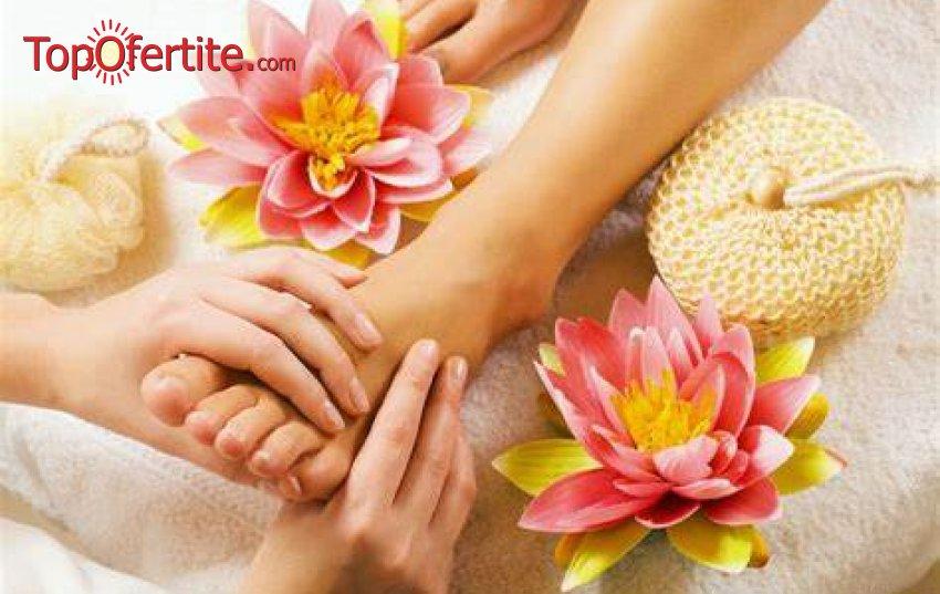 Лимфодренажен масаж на цели крака + масаж на лице за 28,90 лв. от салон Mom's Place